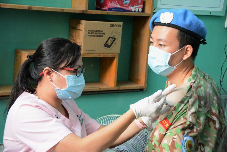 TPHCM: Dự kiến tiêm vaccine COVID-19 cho 8.000 nhân viên chống dịch