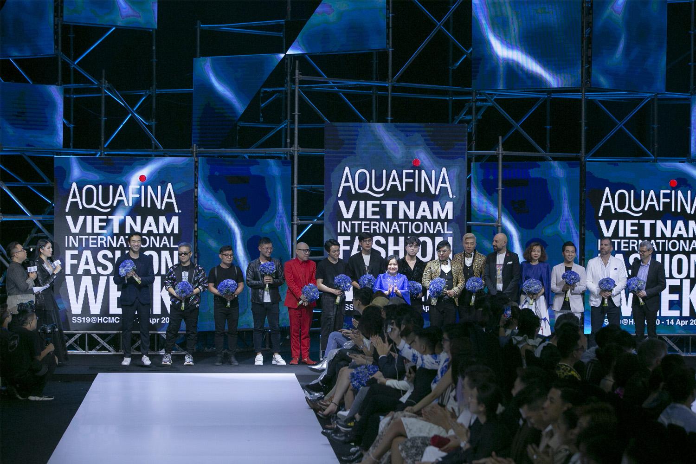 Bùng nổ cảm xúc tại đêm khai mạc Aquafina VietNam International Fashion Week 2019 2