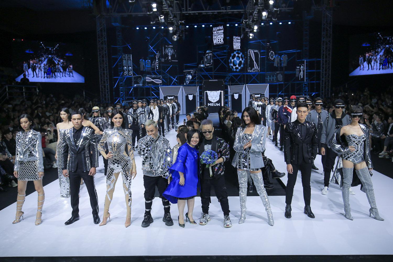 Bùng nổ cảm xúc tại đêm khai mạc Aquafina VietNam International Fashion Week 2019 9