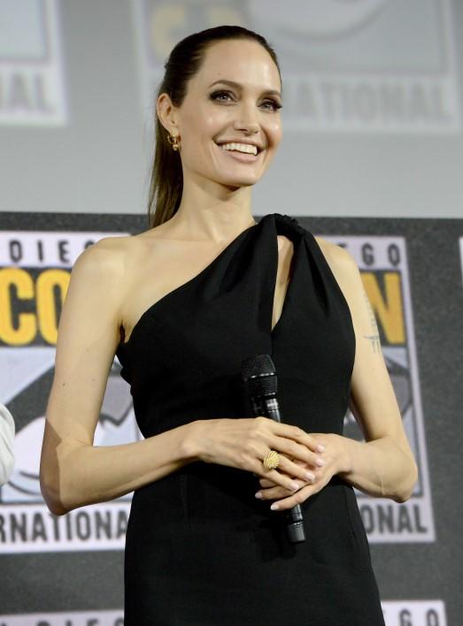 Angelina Jolie chọn trang sức Cartier, xác nhận sẽ trở thành siêu anh hùng