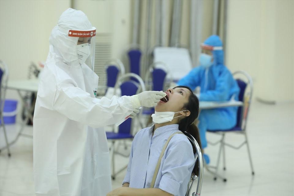 3.629 người có nguy cơ cao ở Hà Nội được xét nghiệm âm tính với SARS-CoV-2