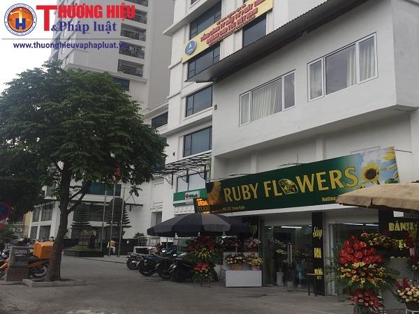 Căn nhà số 221 Trung Kính được người dân cho rằng là của lãnh đạo UBND quận Cầu Giấy và đang nằm trên đường PCCC của tòa nhà.