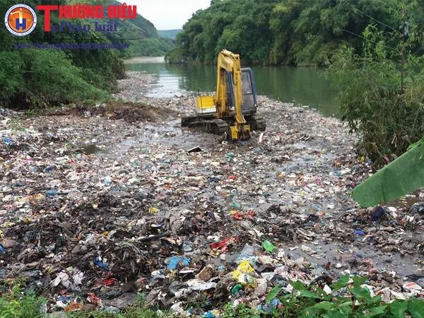 Hà Giang: Hàng trăm tấn rác thải được đổ thẳng xuống sông?