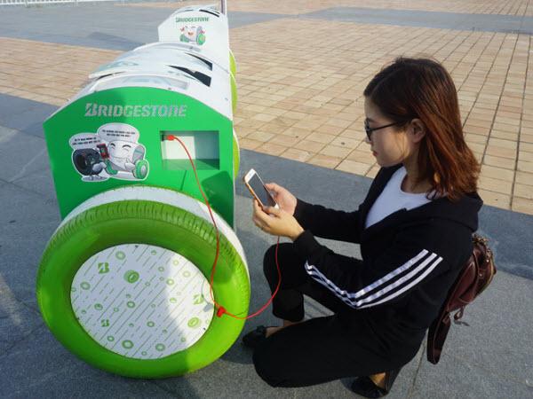 Đà Nẵng lắp thùng rác thông minh có thể sạc pin điện thoại