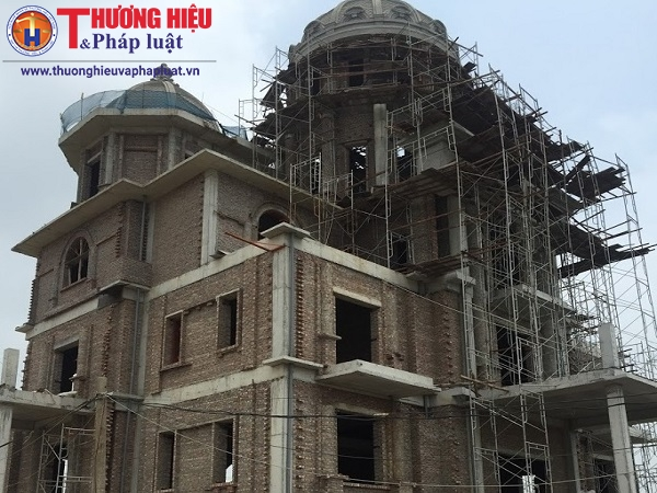 Người dân bức xúc vì biệt thự của Chủ tịch HĐQT Công ty Trung Việt 'mọc lên' giữa khu đất bị thu hồi của dự án