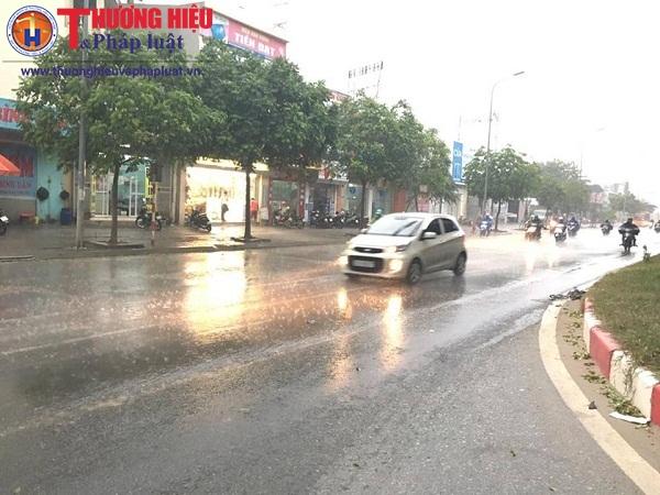 Hà Nội có mưa giông lớn, giải nhiệt chuỗi ngày nắng nóng kỷ lục