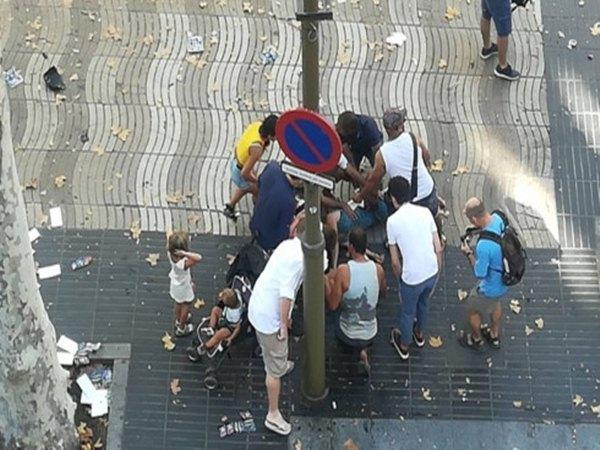 Khủng bố kinh hoàng tại Barcelona, gần 100 người thương vong
