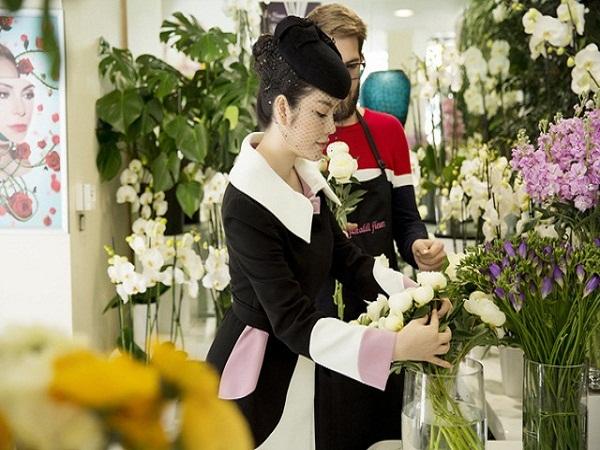 Lý Nhã Kỳ quý phái tới viếng mộ Công nương Grace Kelly tại Monaco