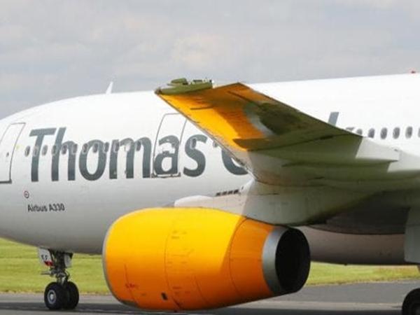 Máy bay Anh chở hơn 300 hành khách vỡ cánh trên không