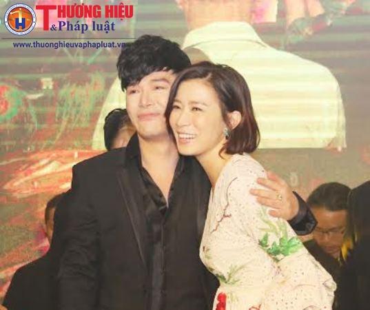 Nathan Lee hát mừng sinh nhật người đẹp TVB Xa Thi Mạn trên sân khấu