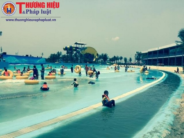 Có gì bên trong bãi biển nhân tạo nước mặn đầu tiên ở Hà Nội?