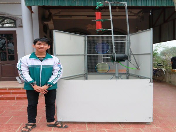 Ninh Bình: nam sinh lớp 9 sáng chế chiếc máy tập cầu lông độc đáo