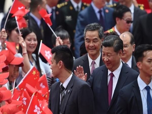 """Ông Tập Cận Bình phá vỡ """"truyền thống"""" khi đến Hong Kong"""