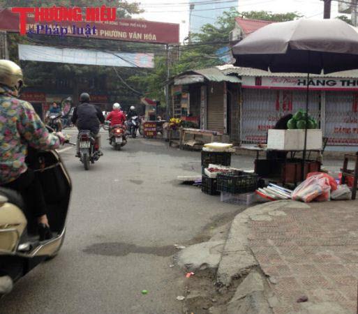 Yết Kiêu, Hà Đông, Hà Nội: Đua nhau lấn chiếm lòng, lề đường để kinh doanh
