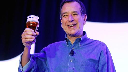 Câu chuyện bỗng nhiên thành tỷ phú của ông chủ bia Boston