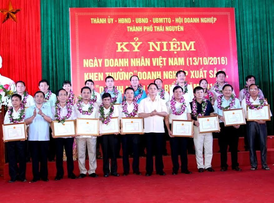Kỷ niệm ngày Doanh nhân Việt Nam và biểu dương doanh nghiệp, doanh nhân xuất sắc