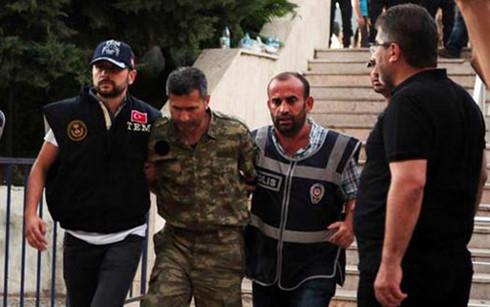 Thổ Nhĩ Kỳ bắt khẩn cấp 73 phi công vì âm mưu đảo chính