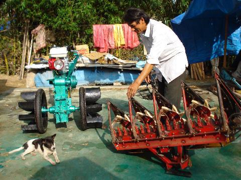 Nhà sáng chế nông dân, tự chế tạo máy nông nghiệp hiện đại