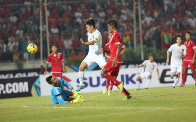 AFF Suzuki Cup 2016: Lê Công Vinh tỏa sáng, Việt Nam chiến thắng và có 3 điểm đầu tiên