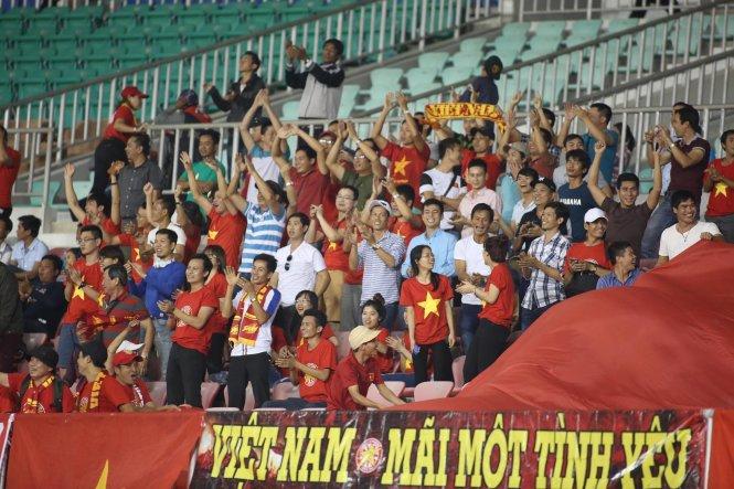 Toàn thắng, tuyển Việt Nam gặp Indonesia ở bán kết