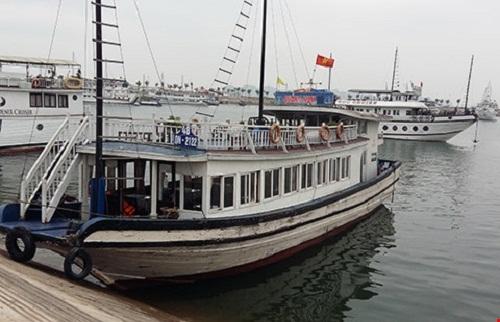 Quảng Ninh: Khai tử dịch vụ tàu lưu trú đêm trên Vịnh vì đặc thù?
