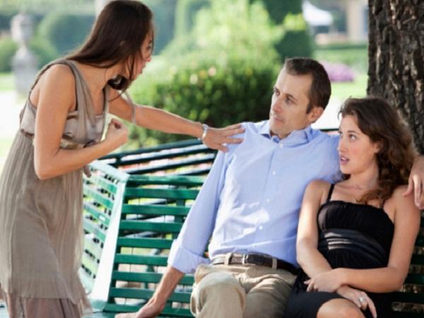 Khốn khổ rình bắt chồng vụng trộm với gái lạ mỗi lần tàu cập bến