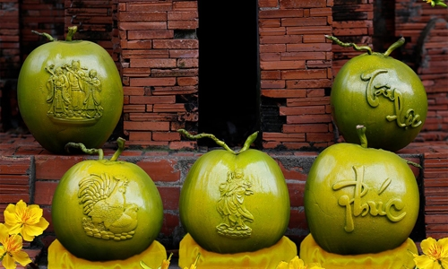 Dừa Song Kê giá tiền triệu mỗi trái vẫn 'hút khách'