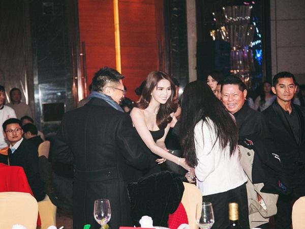 Ngọc Trinh diện váy ngắn 'gợi cảm' dự tiệc cùng tỷ phú Hoàng kiều tại Thượng Hải