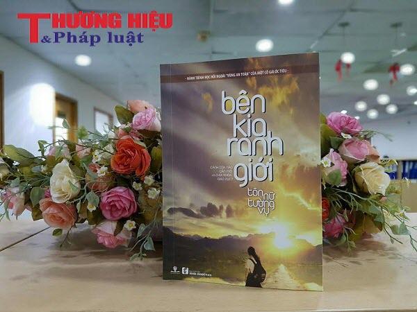 """Ra mắt cuốn sách """"Bên kia ranh giới"""" của tác giả trẻ Tôn Nữ Tường Vy"""
