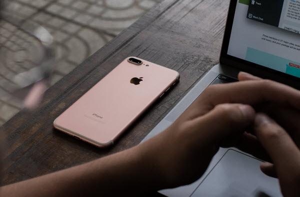 10 năm sau khi ra đời, iPhone vẫn là thứ dùng để đo lường sự thành công của một chiếc smartphone