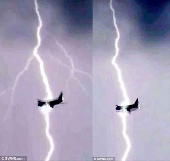Kinh hoàng hình ảnh chiếc máy bay Boeing bị sét đánh giữa trời