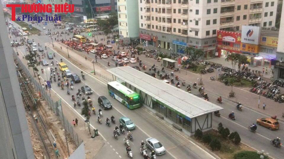 Hà Nội dự kiến cấp phù hiệu cho taxi chạy trên tuyến buýt nhanh BRT