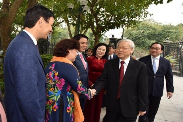 Tổng Bí thư Nguyễn Phú Trọng thăm, chúc Tết TP. Hà Nội và du xuân bên hồ Hoàn Kiếm