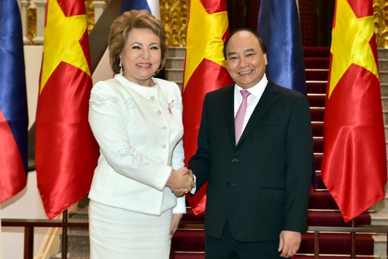 Việt Nam luôn ưu tiên củng cố và tăng cường quan hệ với Liên bang Nga