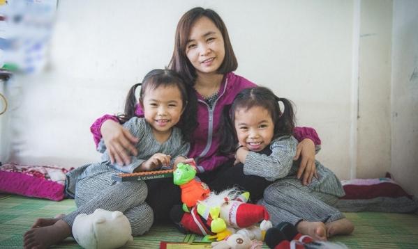Nghị lực phi thường của bà mẹ đơn thân mắc ung thư một mình nuôi 2 con