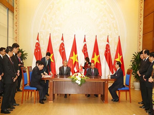 Việt Nam và Singapore ký kết nhiều bản ghi nhớ hợp tác
