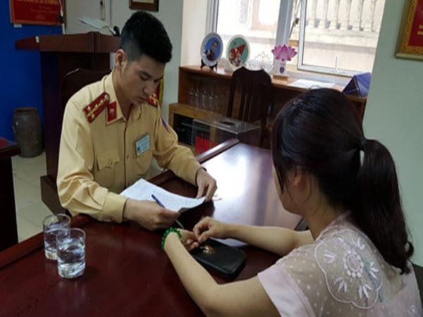 Vụ xe chạy ngược chiều trên cầu Nhật Tân: Nữ tài xế bị phạt tiền, tước bằng lái 2 tháng