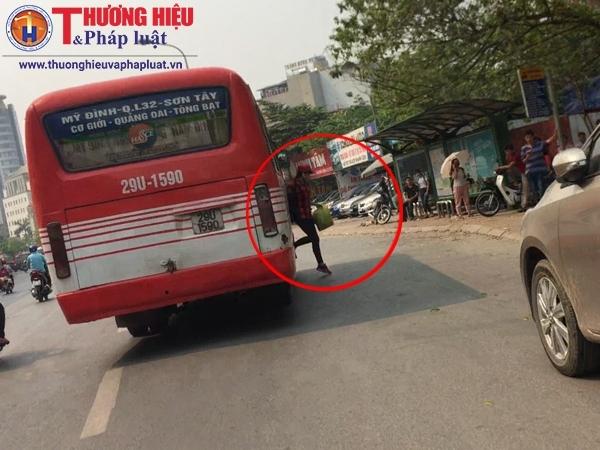 """Hà Nội: Xe khách ngang nhiên bỏ bến chạy """"dù"""""""