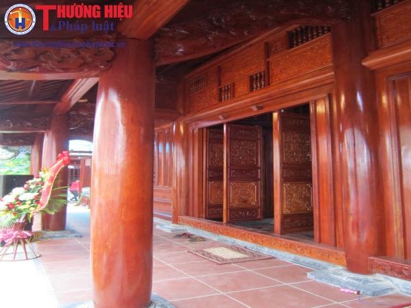 Cận cảnh ngôi nhà thờ họ hoành tráng bằng gỗ lim của 'Bầu Đệ'
