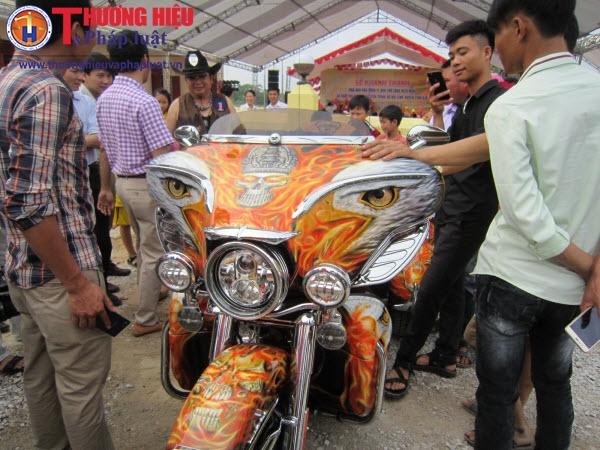 """Cận cảnh dàn siêu xe mô tô """"khủng"""" trình diễn ở Thanh Hóa"""