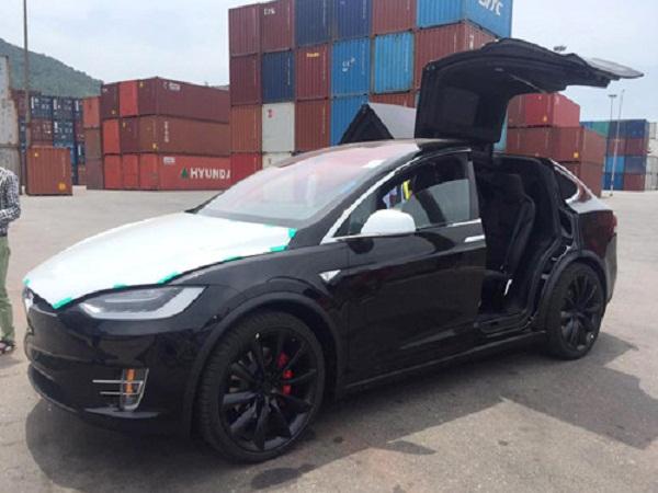 Siêu xe điện Tesla Model X đầu tiên về Việt Nam