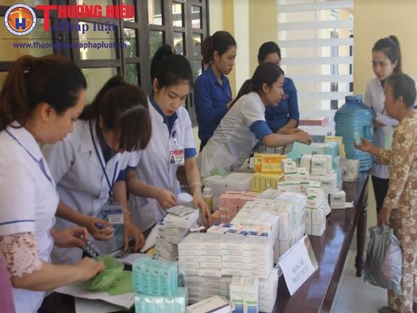 Khám bệnh và cấp phát thuốc cho hơn 400 người nghèo ở Thừa Thiên Huế