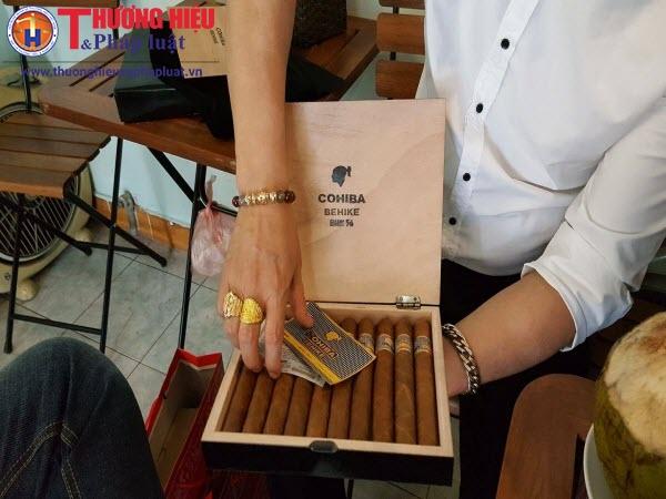 Nhập nhèm chất lượng xì gà Cuba độn cả...lá chuối