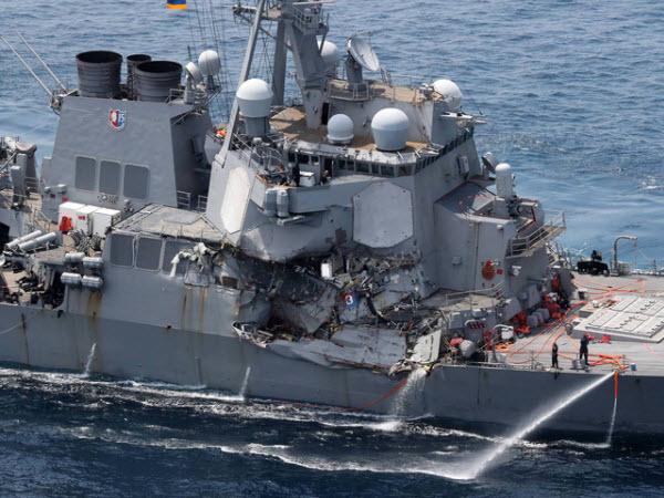Tàu hàng Philippines ở chế độ lái tự động trước khi đâm vào tàu khu trục Mỹ
