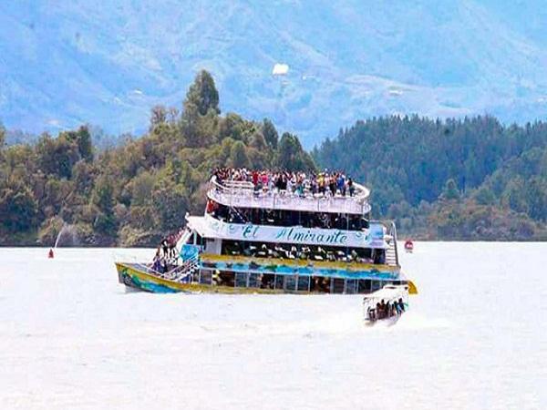 Chìm tàu du lịch ở Colombia, 9 hành khách thiệt mạng và hàng chục người mất tích