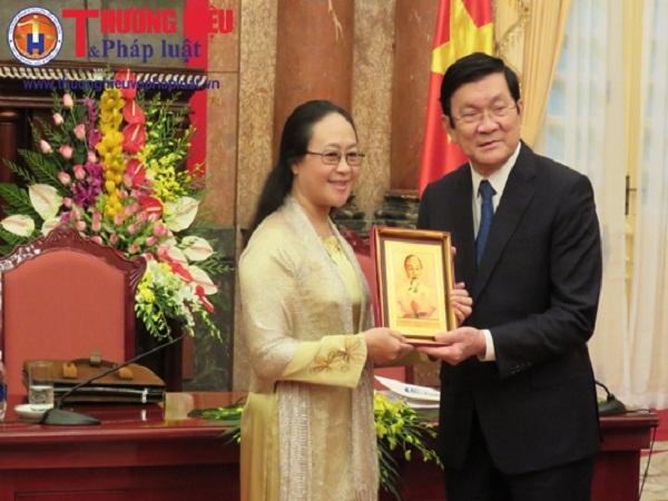 Nguyễn Thị Hữu Hạnh - Nữ nghệ nhân tranh thêu có tấm lòng vàng
