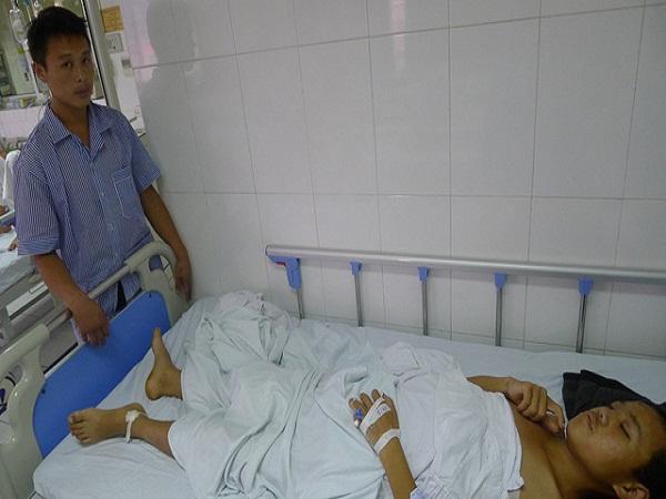 Cậu bé mồ côi có nguy cơ liệt vĩnh viễn vì không có 60 triệu mổ cột sống