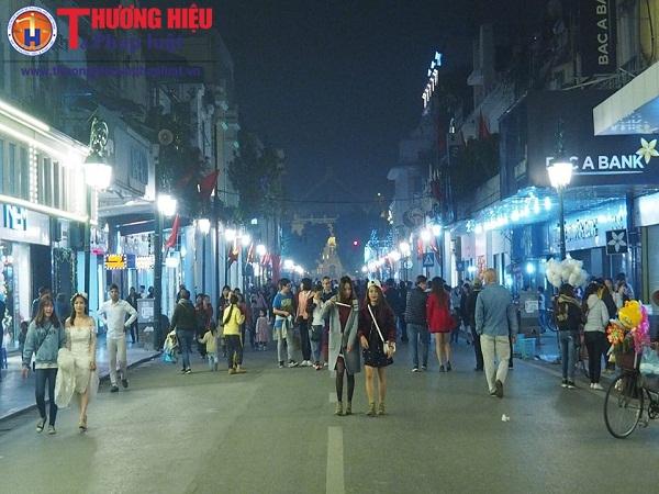 Hà Nội: Kiến nghị giảm thời gian tổ chức phố đi bộ quanh hồ Gươm