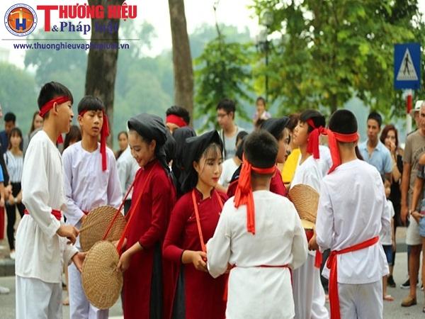Hát Xoan Phú Thọ bất ngờ xuất hiện trên phố đi bộ của Thủ đô