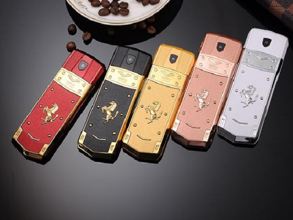 Vertu thanh lý điện thoại siêu sang với giá 'bèo'